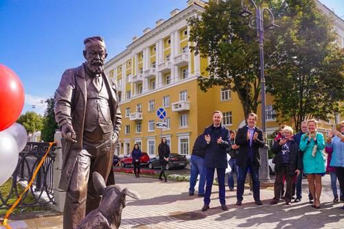 Скульптура знаменитого персонажа Булгакова профессора Преображенского установлена в Нижнем Новгороде
